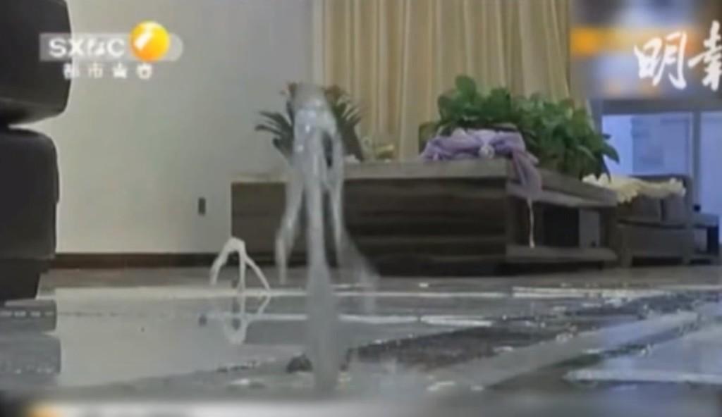 床暖房をつけたら部屋中から噴水が!ギャグみたいな光景に!!