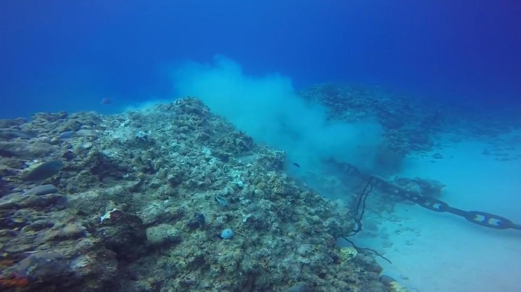 心が痛い。。豪華客船の「碇」で美しいサンゴ礁が大きく傷つけられる!!