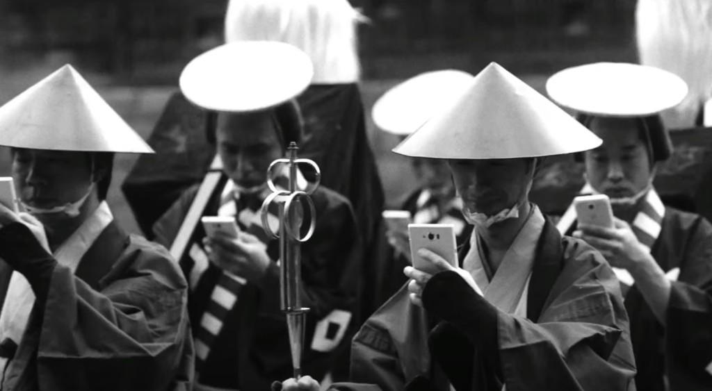 【アホ動画】江戸時代にスマホがあったら?ドコモの「歩きスマホ」の危険を訴える動画がアホすぎwwwwwwwww