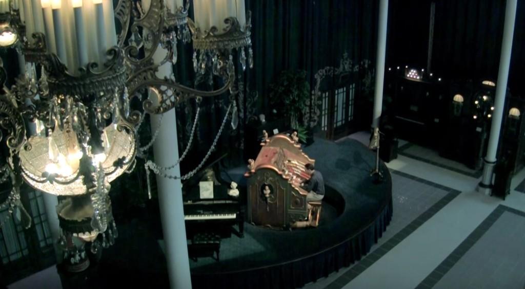 【鳥肌】まるでフルーケストラの演奏!1927年製の巨大パイプオルガンで「スター・ウォーズ」を演奏してみた!!