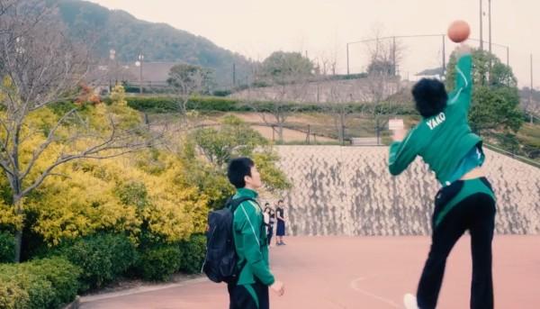 【異種試合】バレーボールのプロ選手たちがバスケの試合に乱入!バレーのスゴ技でシュートを決めまくる!!