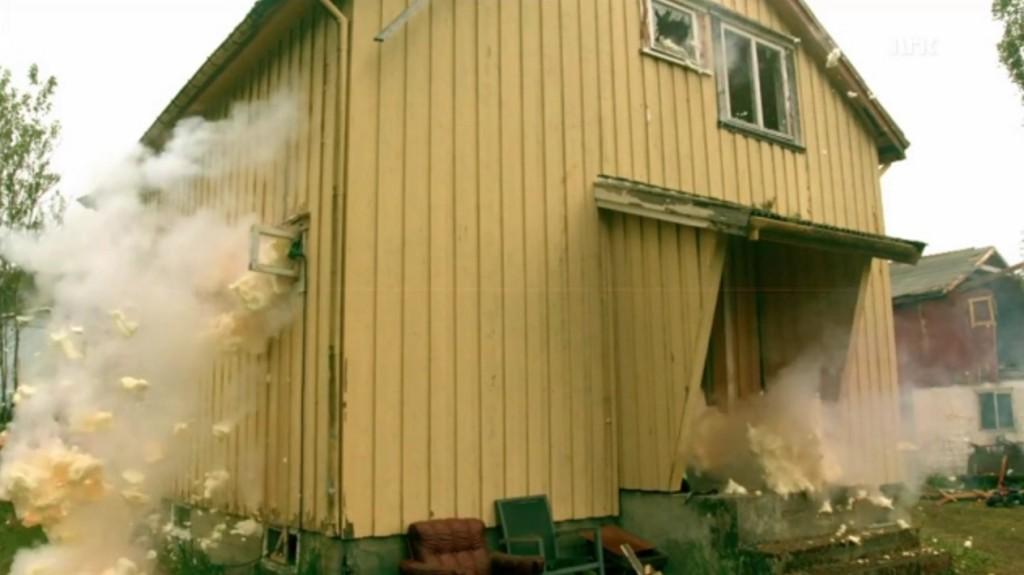 おバカにもほどがある!泡爆発で部屋をド派手に掃除!増え続ける泡がヤバイ。。