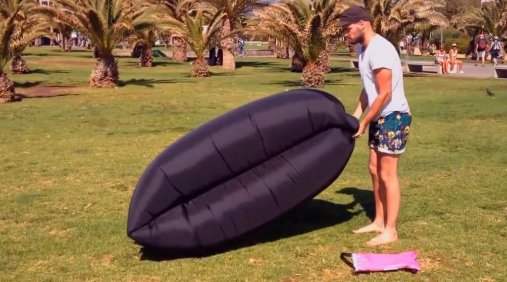 1秒で空気満タン!一瞬でできる野外用ソファーが超いい感じ!!