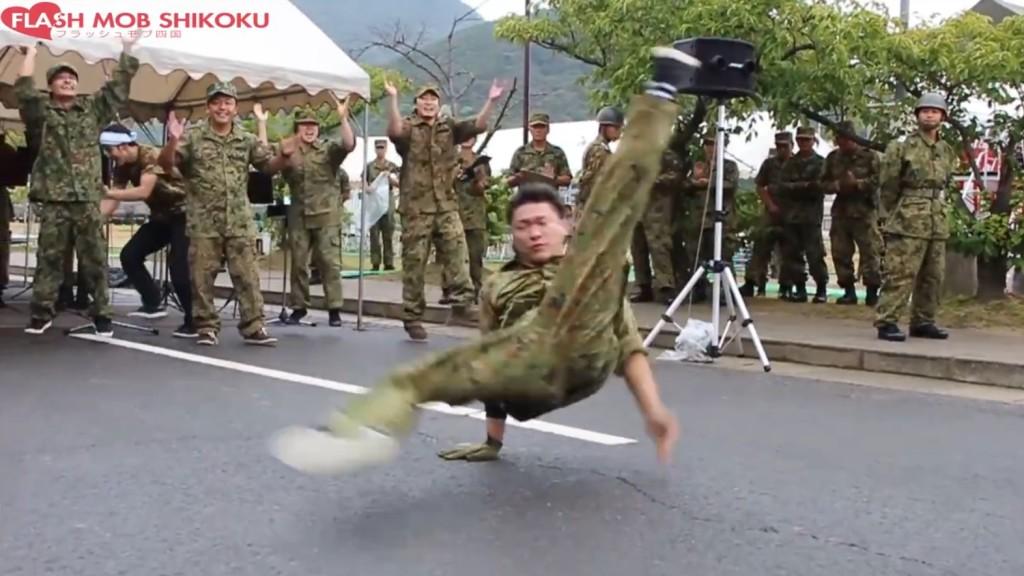 自衛隊員たちが「千本桜」で踊るブレイクダンスがキレッキレで凄い!!
