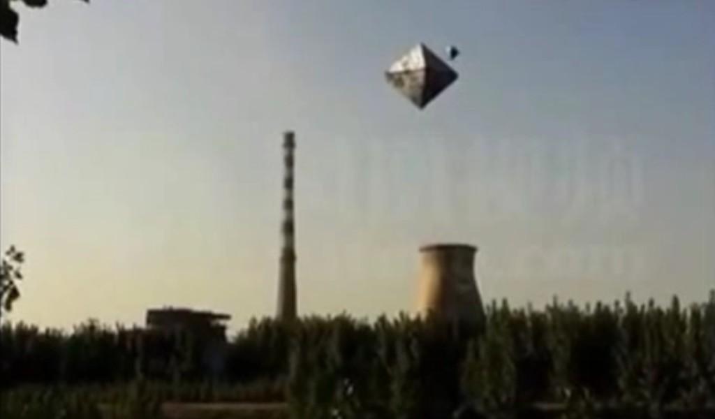 中国で撮影されたピラミッド型のUFOが凄い!!