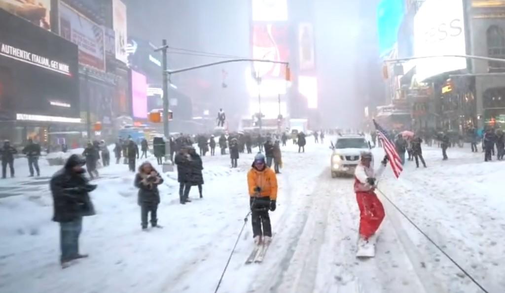 ニューヨークの街をスノボとスキーで爆走!ニューヨーカー大熱狂!!