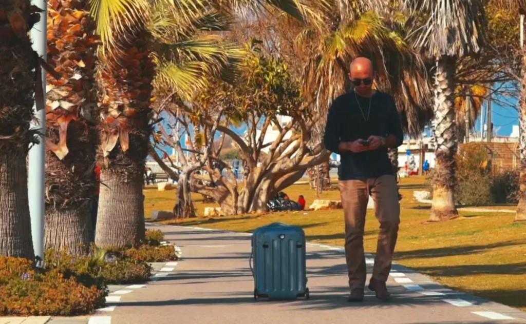 これ欲しい!自動で自分の後をついてくる「スマート・スーツケース」が便利そう!!