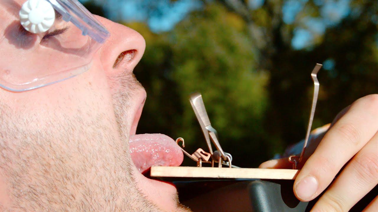 マウストラップに舌を挟まれる瞬間をハイスピードカメラで撮影したおバカ実験動画が痛いwww