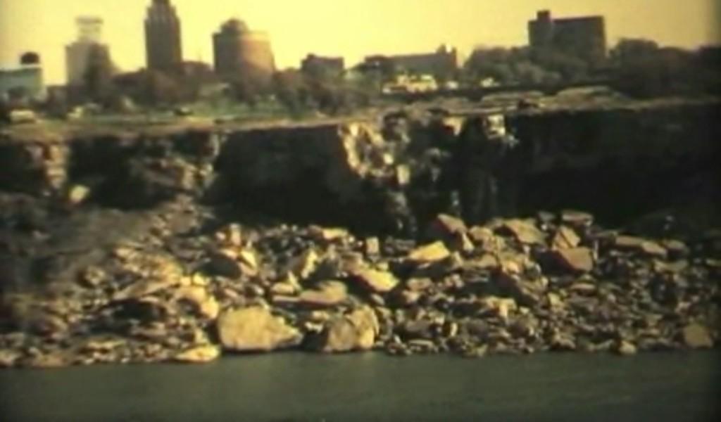 1969年ナイアガラの滝から完全に水が消えた貴重映像!2019年までに再び水抜き計画も!?