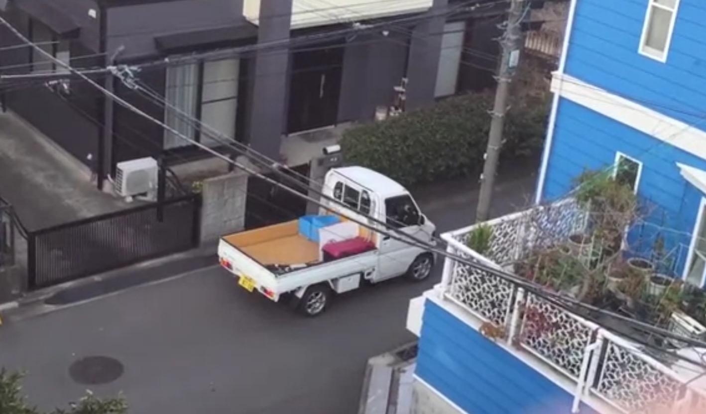 スピーカーから流れる声に異変が!ナイス「DJ」な粗大ごみ回収車に大爆笑www