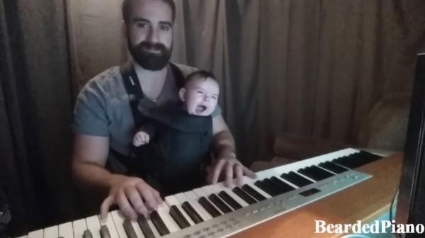 なかなか寝ない赤ちゃんに、パパが素敵なピアノ演奏を聴かせた結果、、