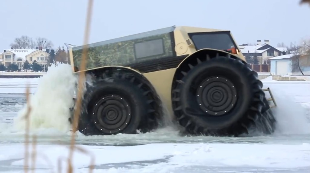 どこでも行ける走破性能!ロシアの全地形対応車「SHERP」がスゴい!