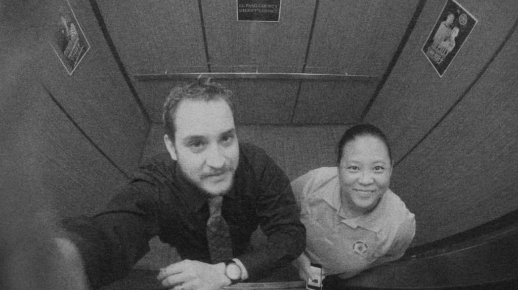 警察署のエレベーターの監視カメラに映った目を疑う光景!!