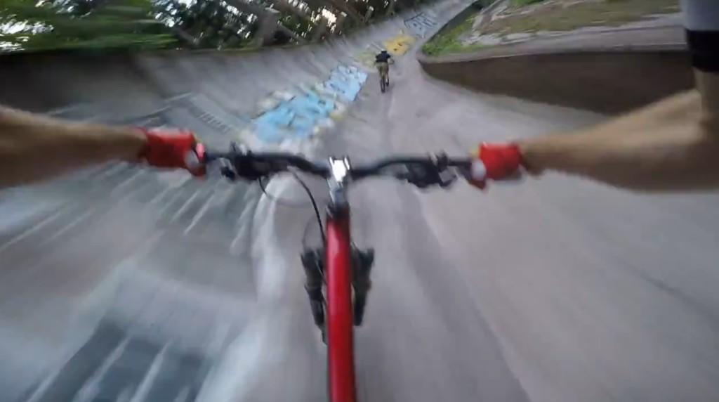ボブスレーのコースを自転車で爆走!これは楽しそう!!