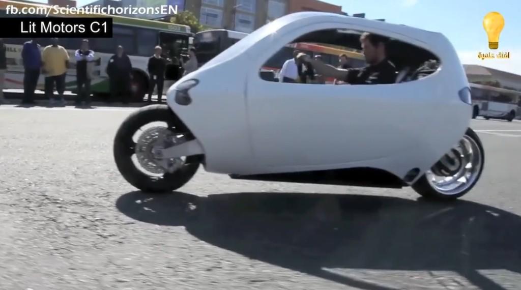 目を疑う!ジャイロ搭載で、押しても引いても絶対倒れない電動バイクが超スゴい!!
