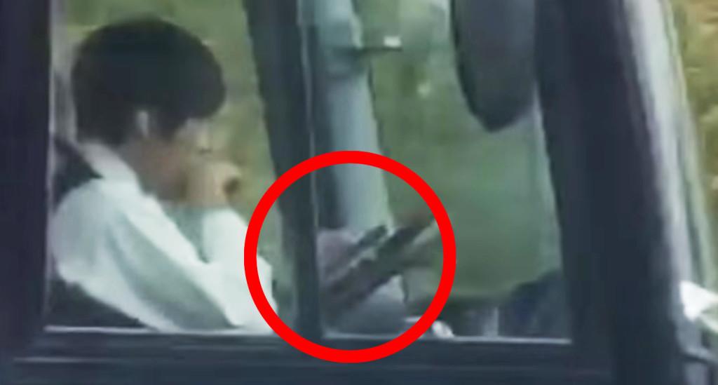 高速道路でバスの運転手がスマホ運転する姿が撮影され話題に!ツアー会社も特定!!