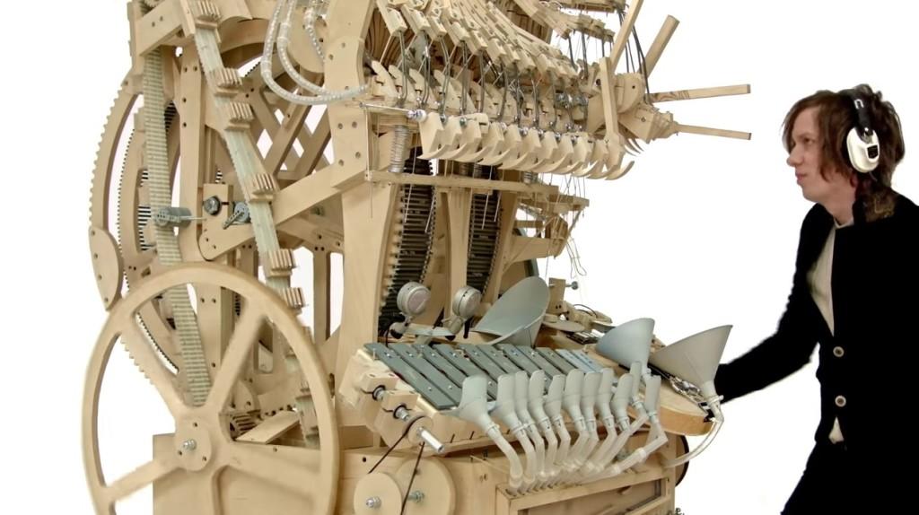 一台でバンド演奏が完結!巨大オルゴールみたいなマシンがすごい!!