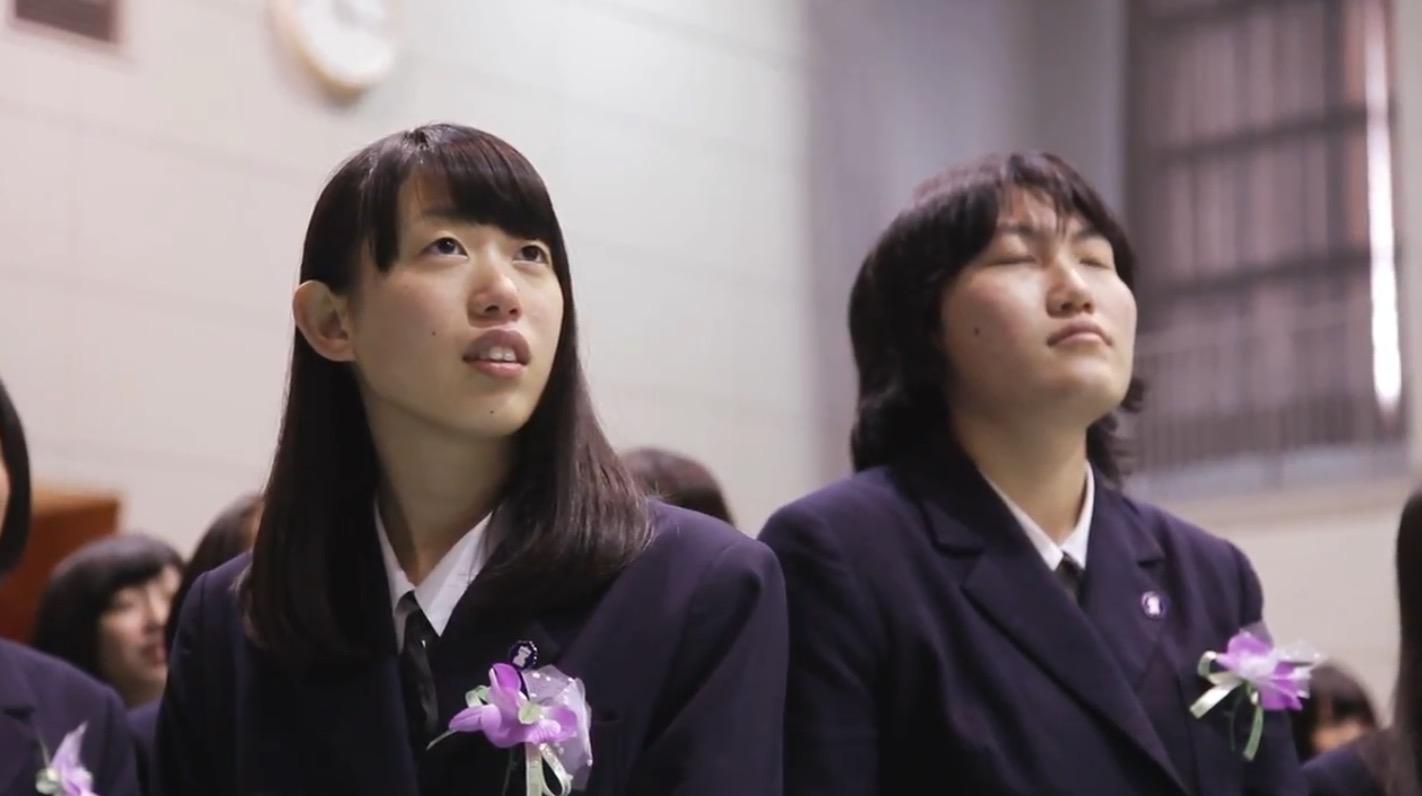 【感動】卒業式で親たちから贈られたまさかのサプライズに感動!!