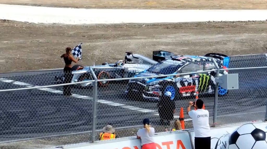 【鳥肌】ルイス・ハミルトンの「F1マシン」 vs ケン・ブロックの「GTカー」の白熱の戦いに鳥肌!!