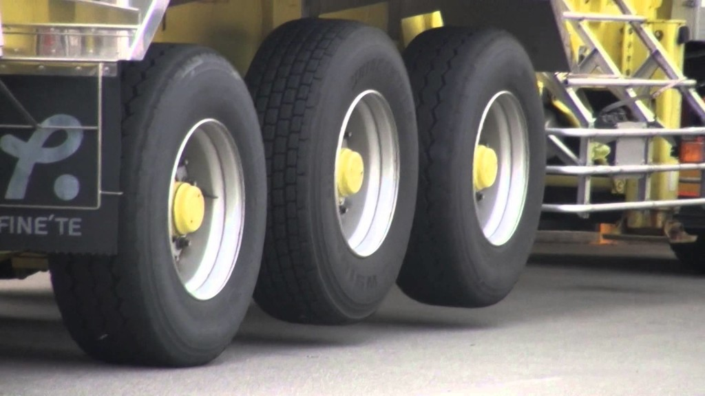 料金所でトラックのタイヤが浮いている理由知ってる?