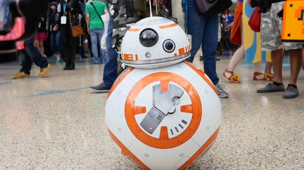 頭がクリクリ動く「BB-8」の正体に世界が悶絶!世界一可愛い「BB-8」のコスプレが話題に!!