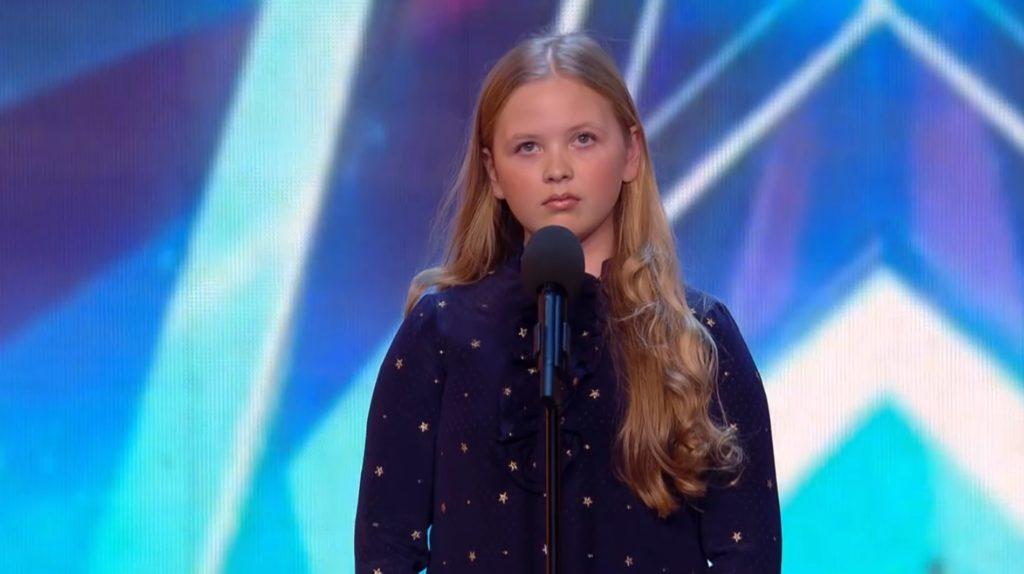 【鳥肌】12歳の少女のあまりの「歌」に会場は静まり返る。次の瞬間、拍手をする者が現れる。