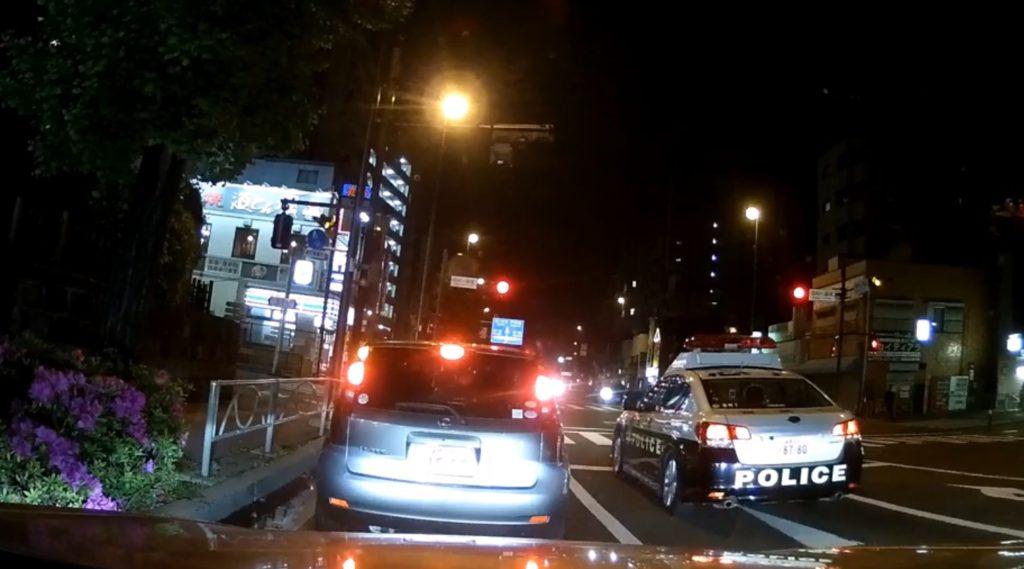【炎上中】東京・板橋区でパトカーが信号無視する様子が撮影され拡散中!!