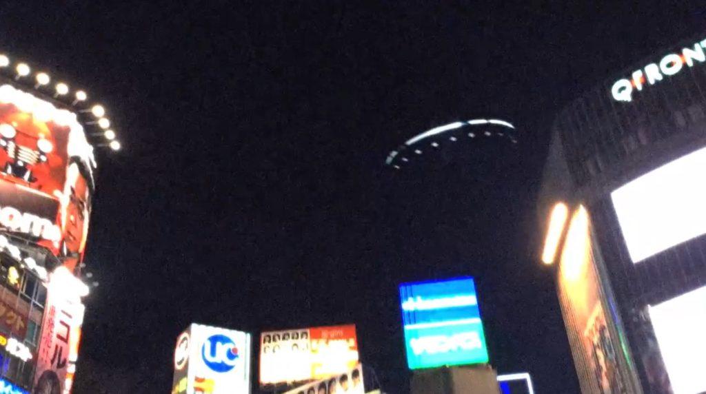 渋谷上空に大型のUFOが現れ話題に!!