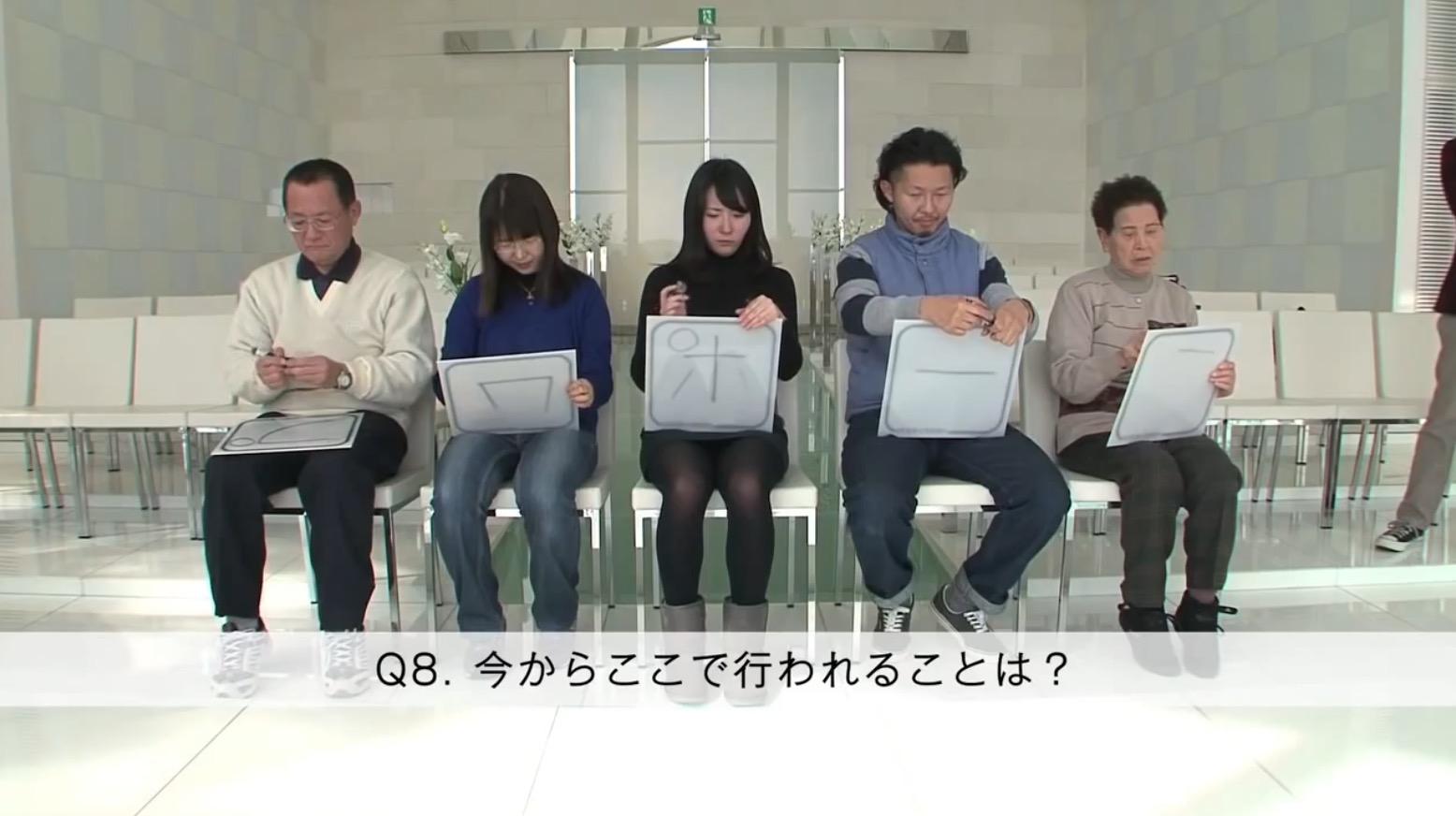 【感動】クイズ番組の収録中、突然涙ぐむ女性。彼が家族と仕掛けたサプライズプロポーズに感動!!