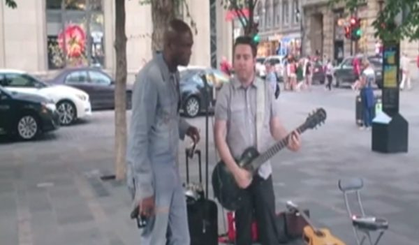 素人の路上ライブにグラミー賞受賞アーティストが乱入!圧倒的美声で「スタンド・バイ・ミー」を熱唱!!