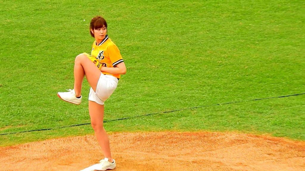 アイドルの稲村亜美さん、台湾の始球式で自己最速の104キロを達成!!