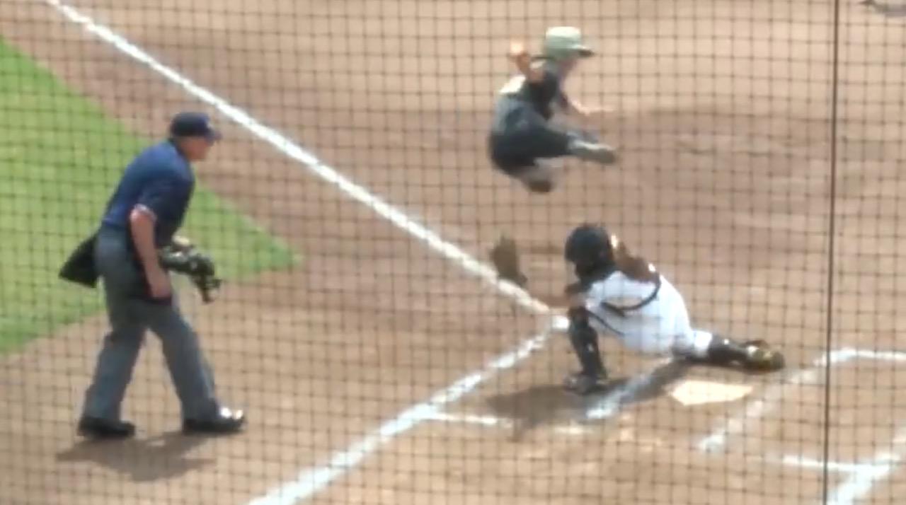 完全にアウトだと思ったら、、!女子ソフトボールでのトリッキーな走塁が凄い!!