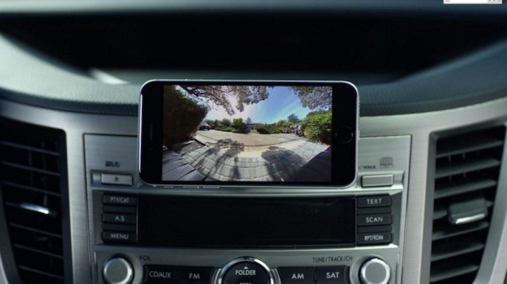 バンパーに貼り付けるだけで、スマホで車後方の映像を見られる「バックカメラ」を元アップル社員が開発!!