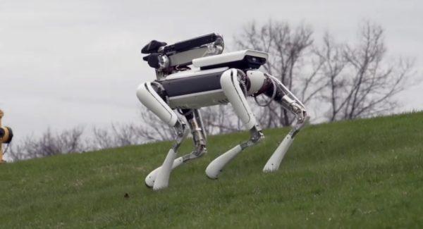 あの4足ロボットが進化!優秀な「手」で家事も楽々こなすように!!