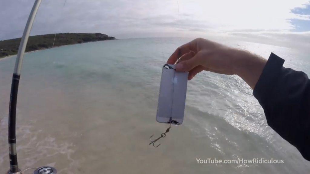 iPhoneで魚が釣れることが判明!まさかの大物がヒット!!