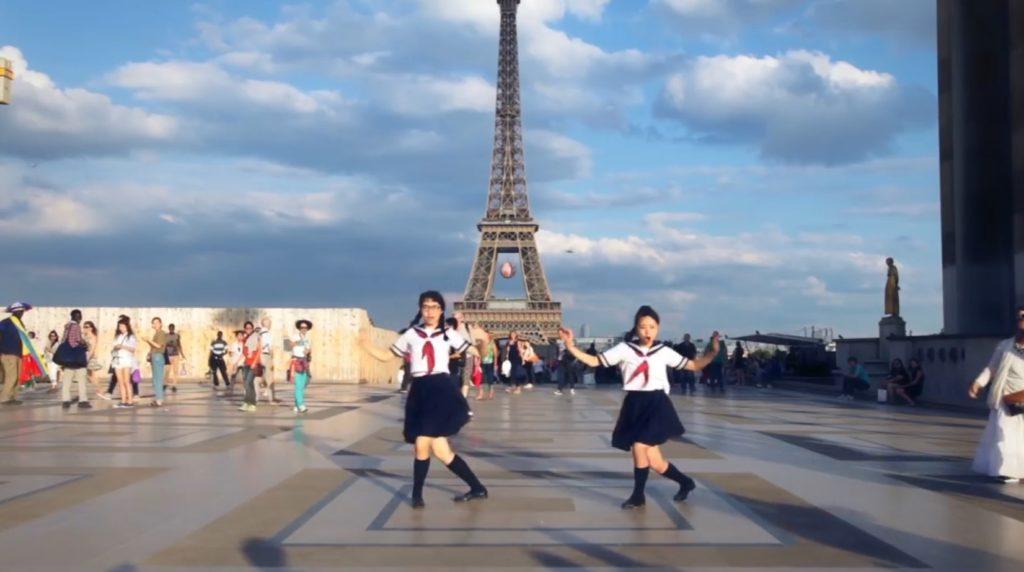 日本の学生が、パリやキューバの街中で突然キレッキレのダンス!人々の反応は?!