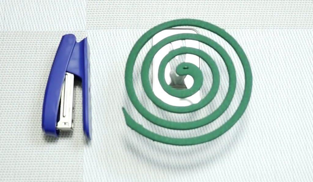 【便利技】ホッチキスの針で蚊取り線香用タイマーが簡単にできる!目安は10cmで約1時間!!