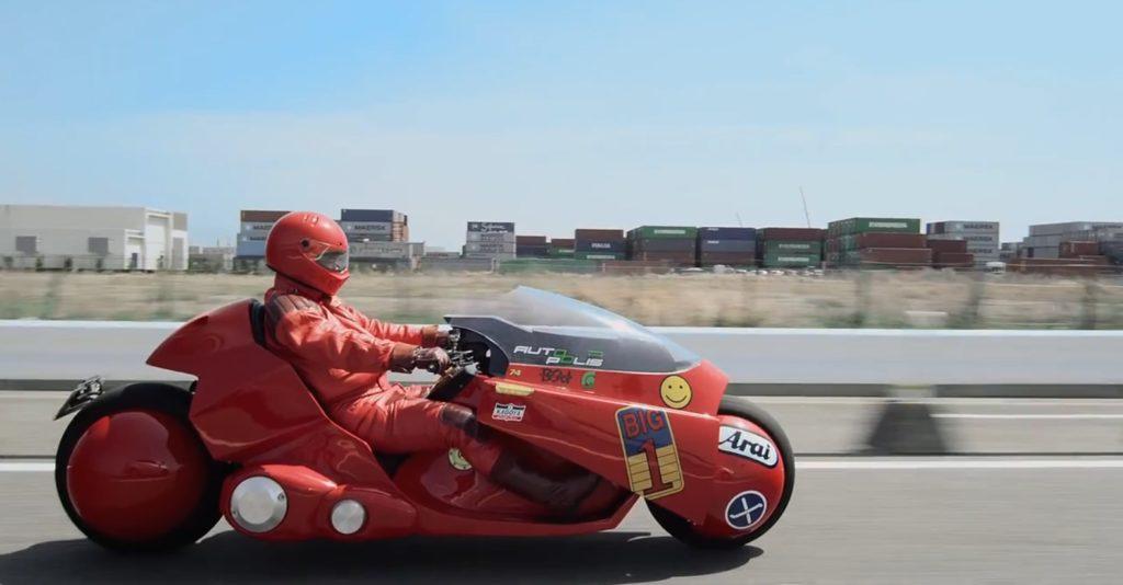 大友克洋が認めた「AKIRA」の主人公・金田正太郎のレプリカバイクが実際に走行する姿にシビれる!!