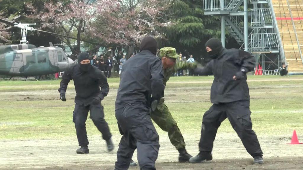 【鳥肌】自衛隊の格闘指導官による格闘戦がキレッキレで凄い!!