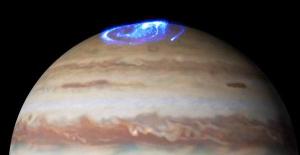 【神秘】NASAがハッブル宇宙望遠鏡で撮影した「木星のオーロラ」映像を公開!!