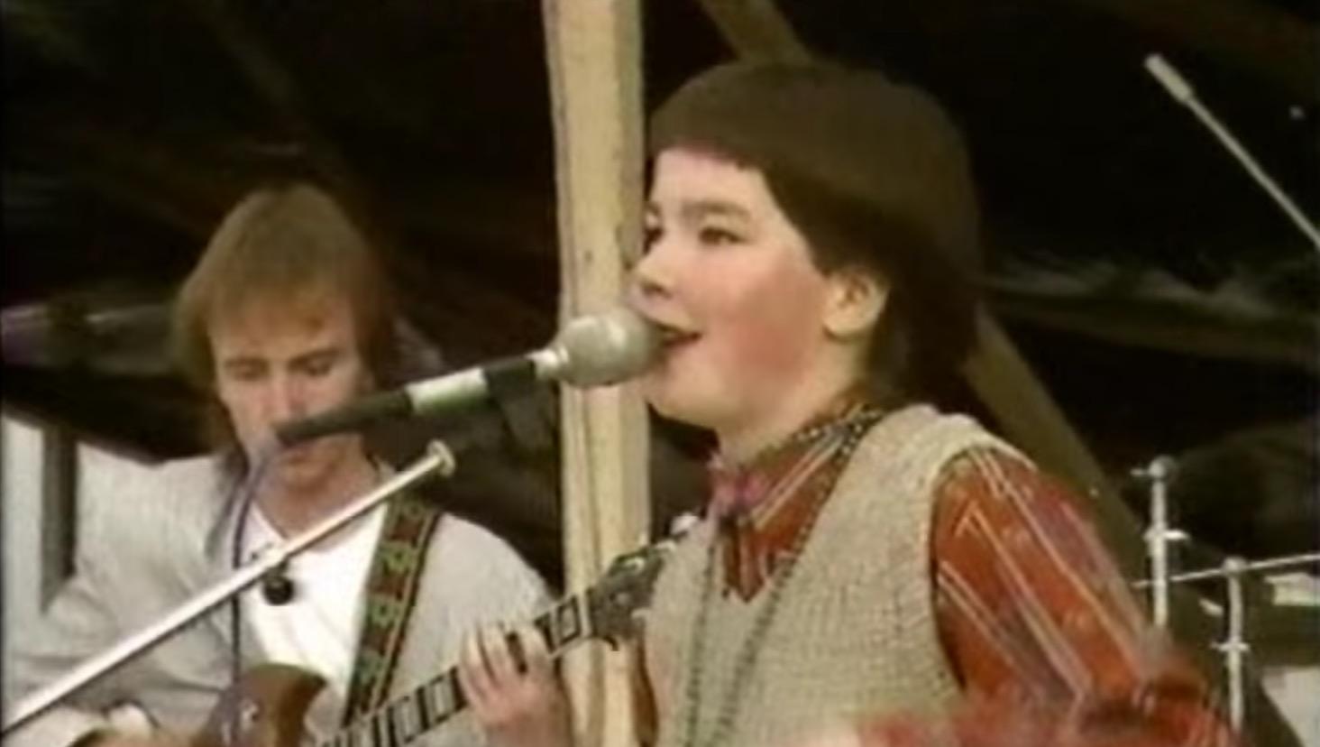 17歳のビョークがパンクバンドで熱唱!当時から良い声している!!