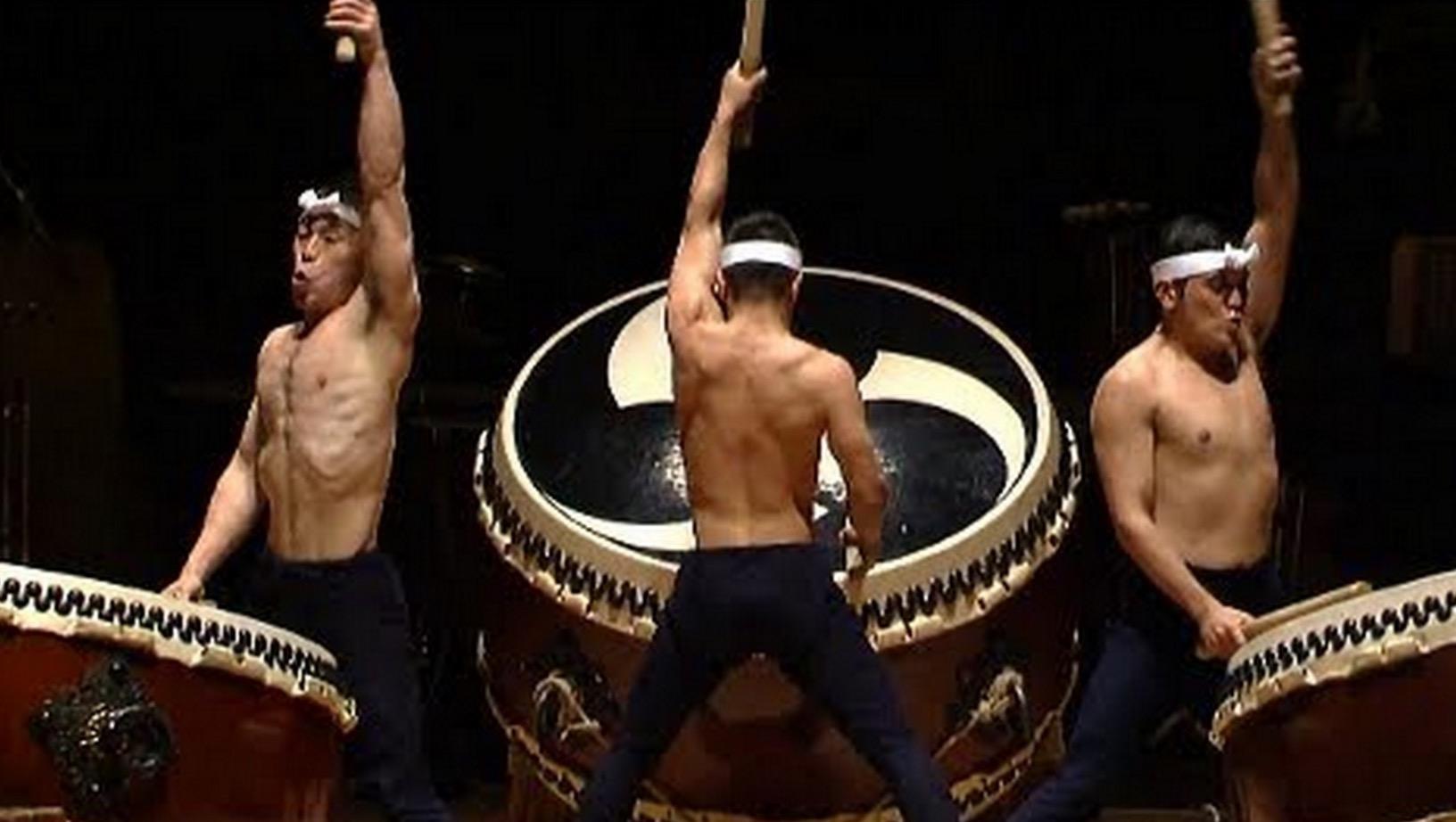 日本最高峰の和太鼓集団「鼓童」。海外で評価される、日本男児たちの「鼓動」に打ちのめされる!