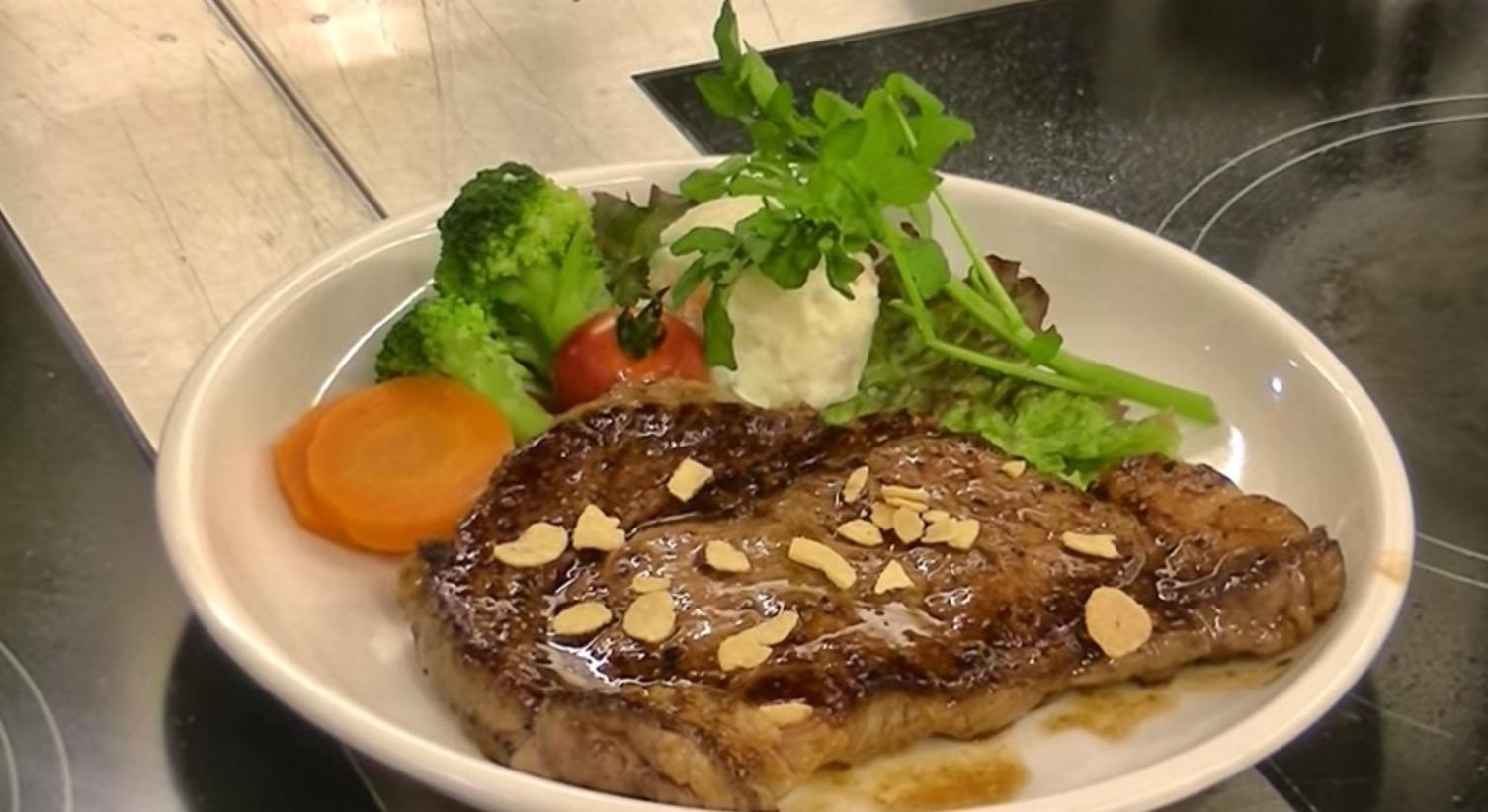 行列に並ばなくてもOK!「いきなり!ステーキ」が家でも食べられる!(美味しい焼き方レシピ動画)