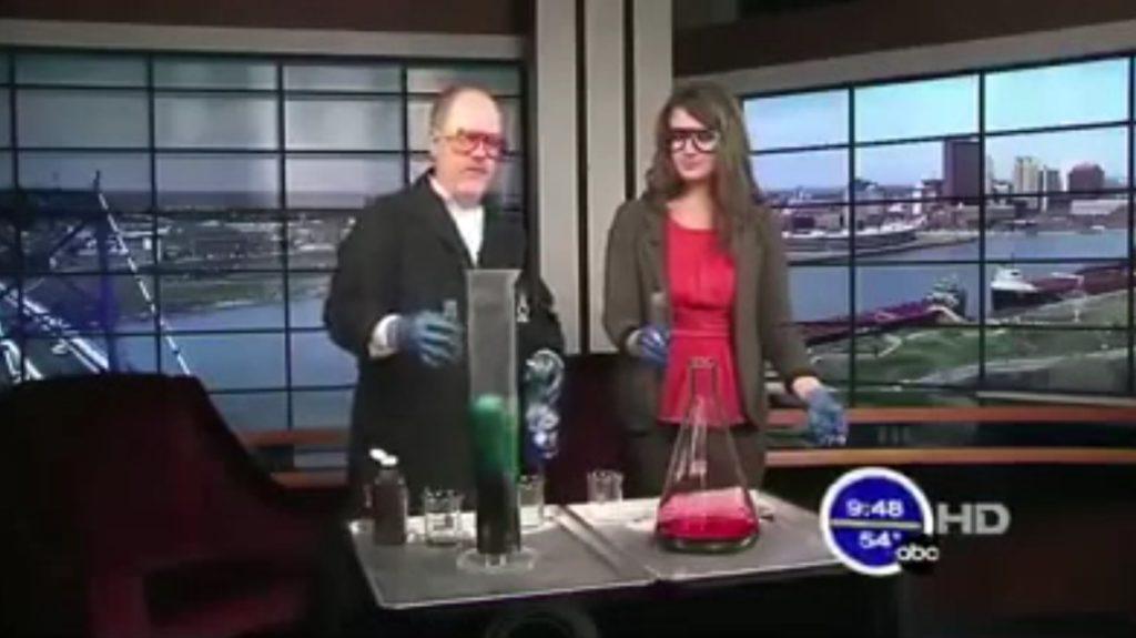 「ヨウ化カリウム」と「過酸化水素」を混ぜ、何倍もの体積になってしまう実験がスゴい!!