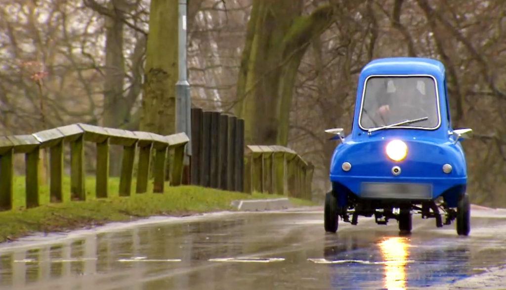 世界最小の車「Peel P50」。今も職人が一台一台「手作業」で丁寧に作っている。