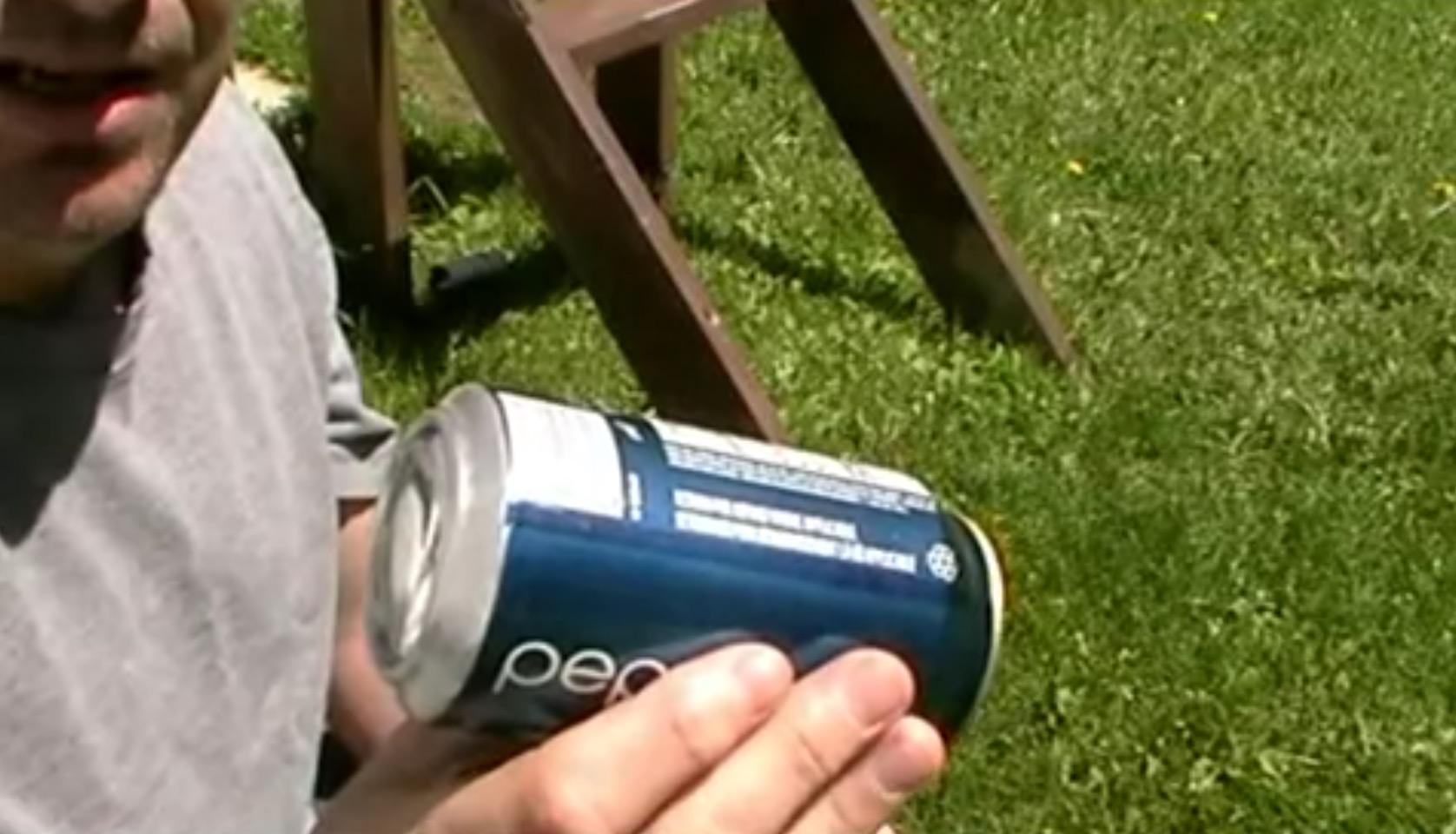 【サバイバル】「缶」で火を起こす方法が凄い!こんなの初めて見た。。