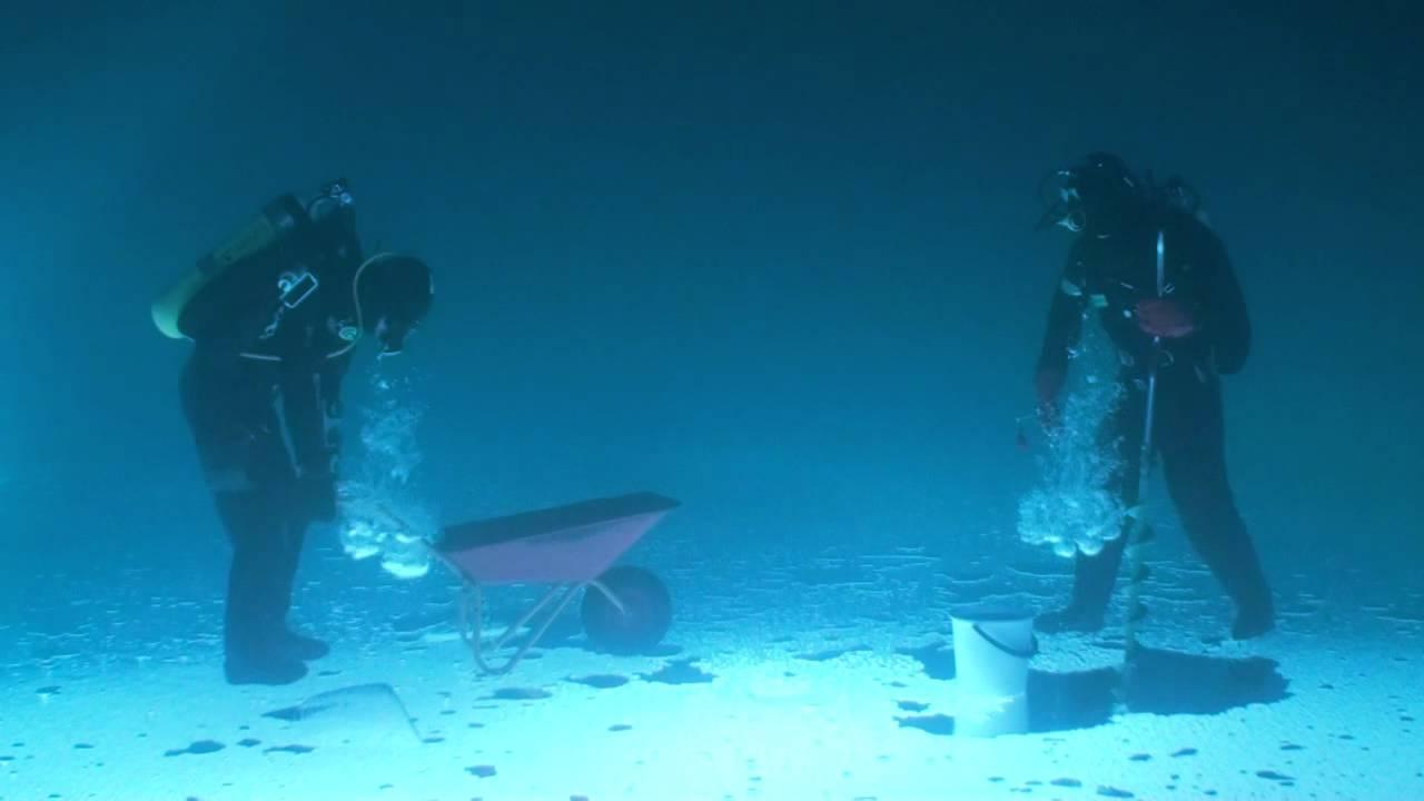 重力が逆の世界での作業はこんな感じ。。「氷の下」から空に釣り糸を垂れてみた!!