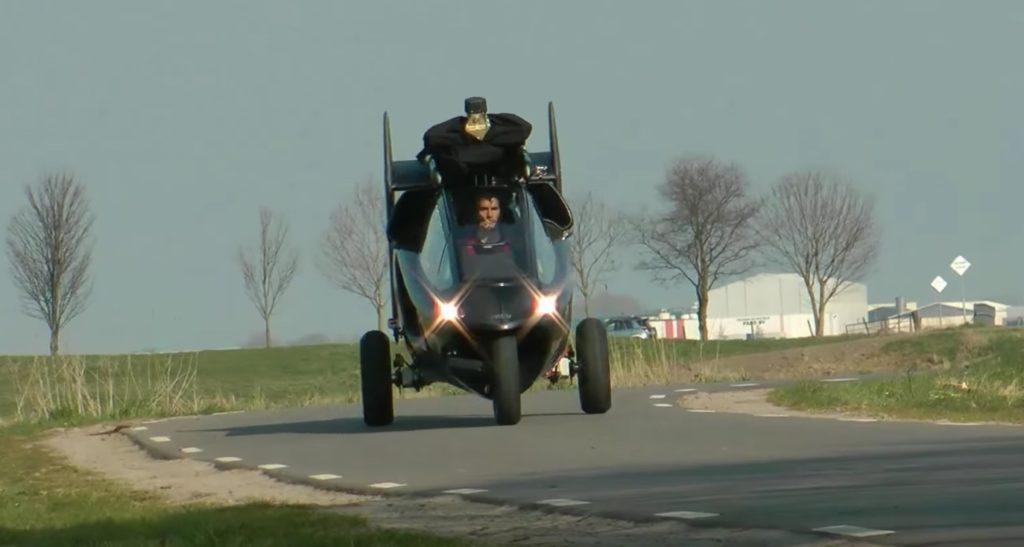 ヘリコプターになる三輪バイクが凄い!走行性能も飛行性能も申し分ないレベル!!