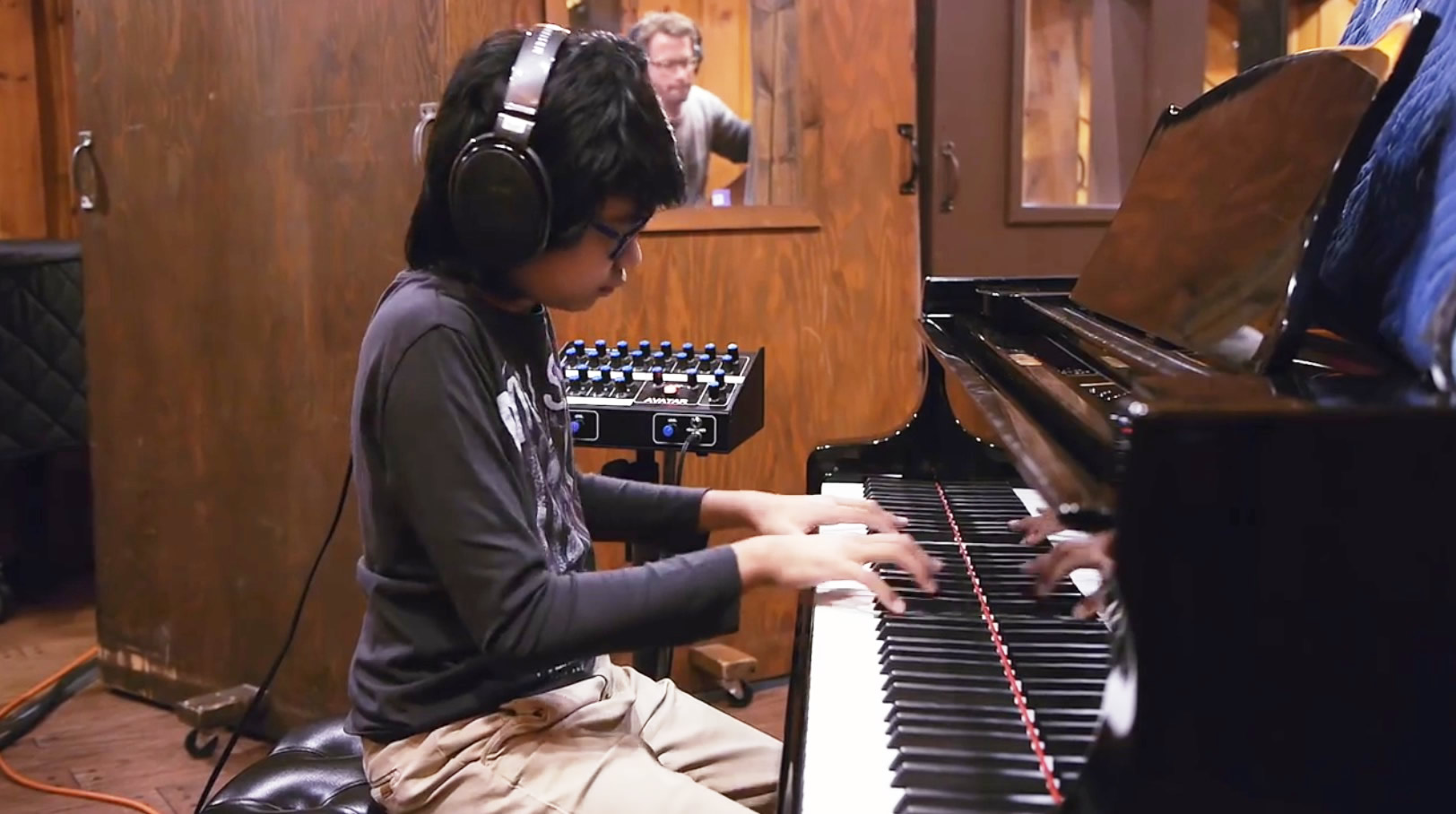 【神童】13歳の天才ジャズピアニストがコルトーレーンの最難関曲を完璧に弾きこなす!全員神レベルの演奏に鳥肌!!