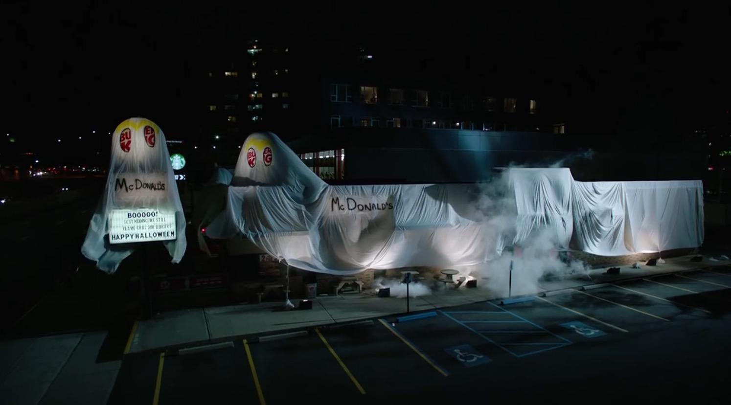 ニューヨークの「バーガーキング」店舗が、ハロウィンで「マクドナルド」コスプレして話題にwwwwwwww